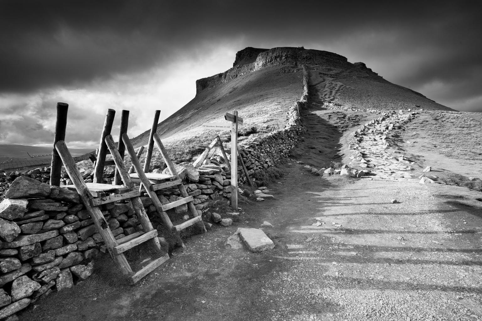 Black white picture of pen y ghent yorkshire dales uk david speight photography